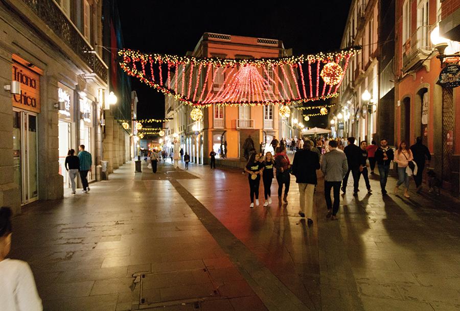Einkaufsstraße Triana mit Weihnachtsbeleuchtung